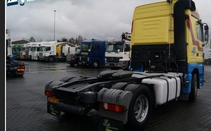 للبيع شاحنه مرسيدس 2041 موديل