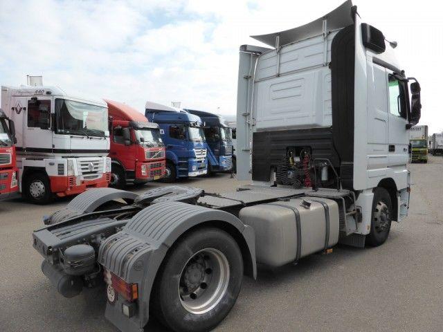 للبيع شاحنه مرسيدس اكتروس1844 موديل