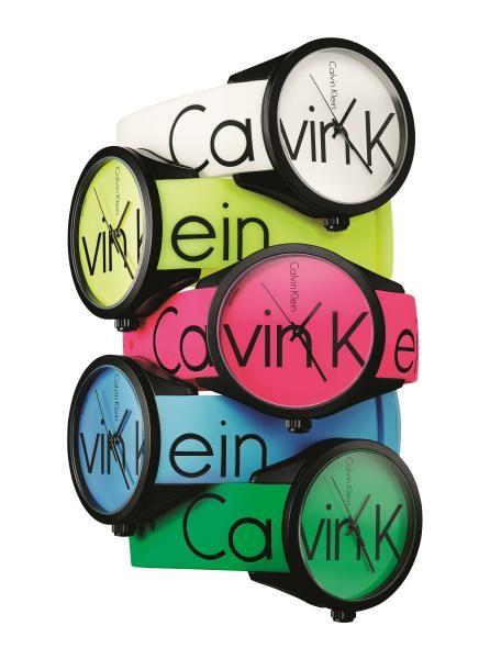 """تشكيلة """"كالفين كلاين"""" من ساعات الصيف الملونة"""