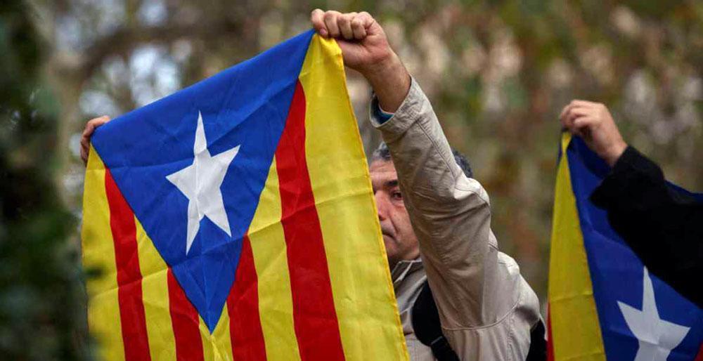 رئيس إقليم كتالونيا المعزول يدعوا رئيس الوزراء الإسباني إلى تصحيح الوضع في الإقليم