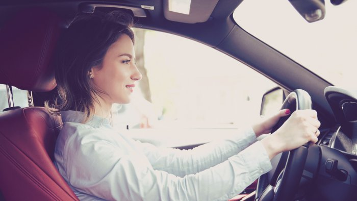 التركيز اثناء قيادة السيارة 999176409.jpg