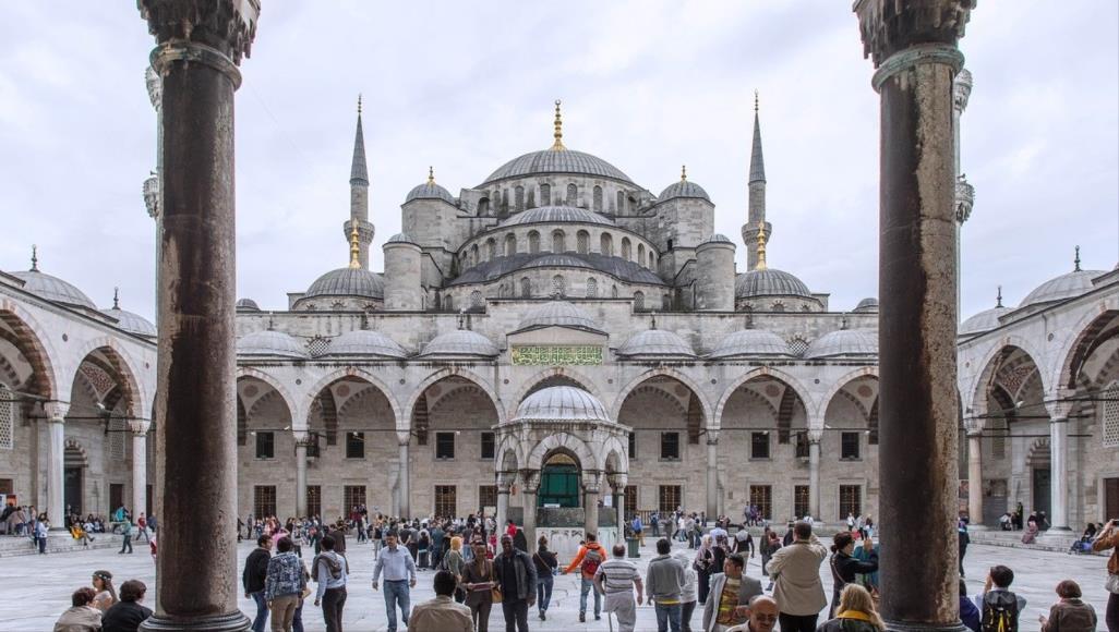 الأتراك يقبلون تعلم العربية 662183505.jpg